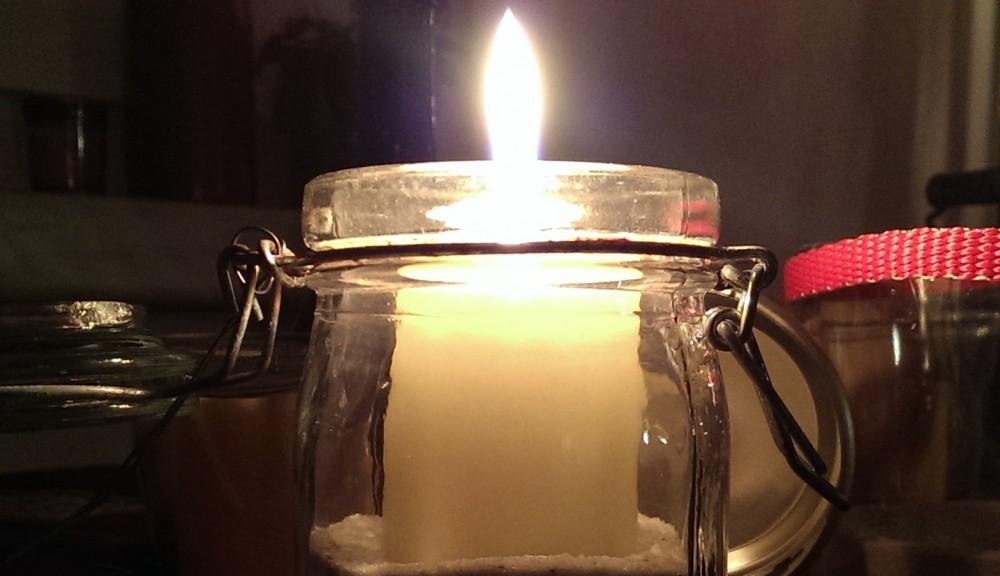 Eine Kerze gegen Rechts